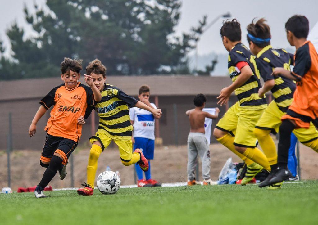 Participaron 150 niños en el 2° Campeonato de Fútbol Infantil Copa ENAP Refinerías.
