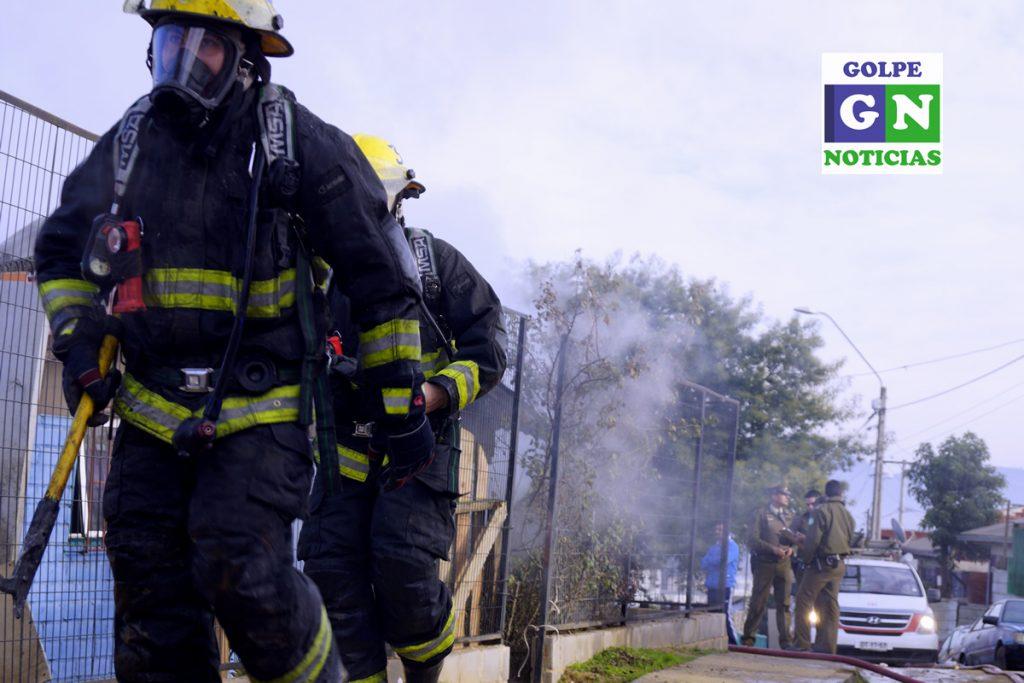 Bomberos en emergencia de incendio en vivienda de Belloto Sur, Quilpué.