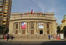 Teatro Municipal de Viña del Mar. Fotografía por: Nereidas (2012). Licencia Creative Commons.